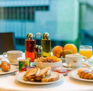Завтрак в отеле Метрополис