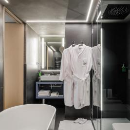 Bathroom of the suite of the Hotel Metropolis