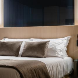 Метрополис Отель Кровать